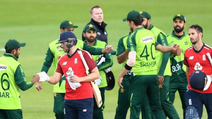 English and Pakistan Cricket Teams